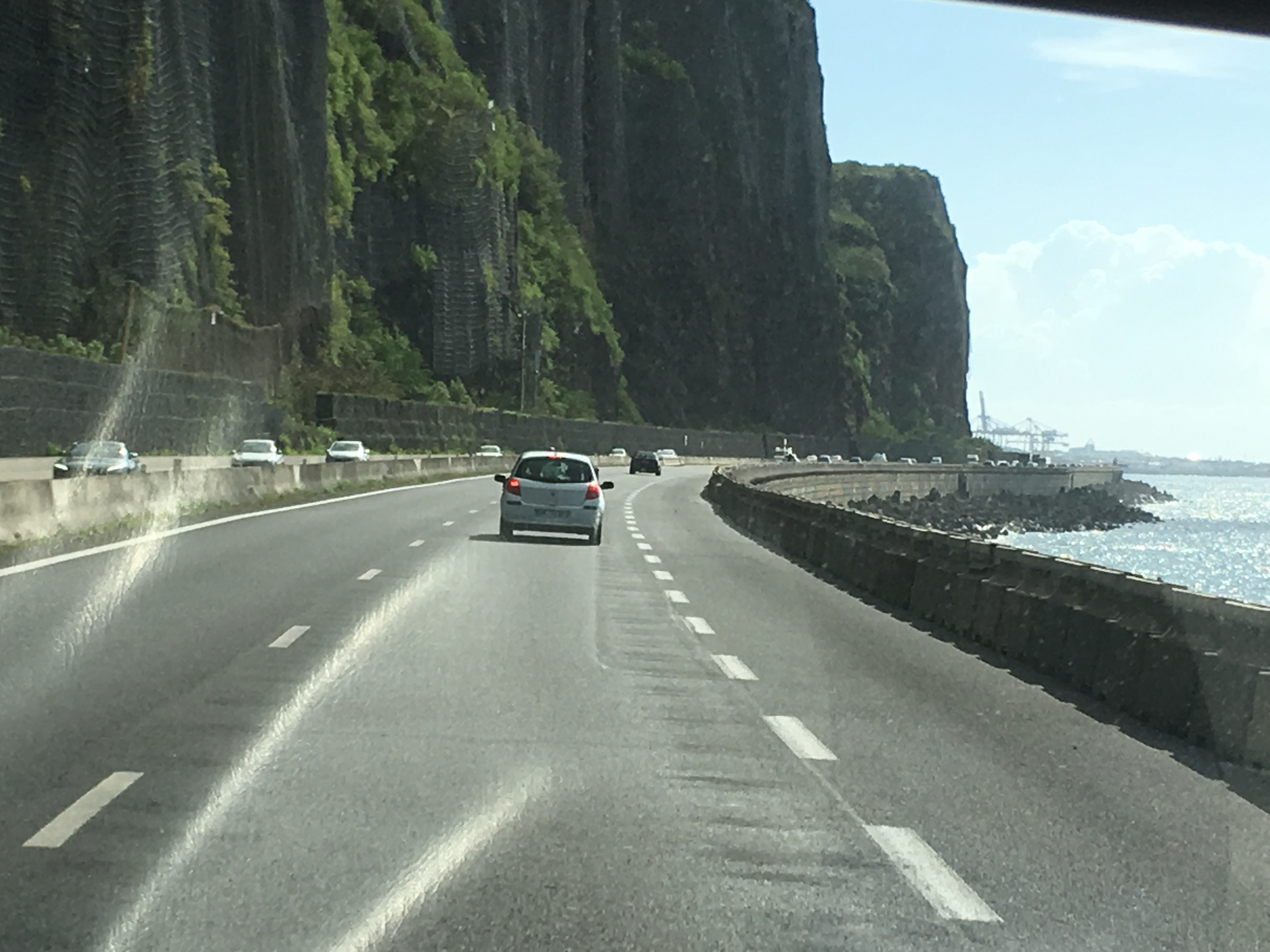 Réunion, tra spiagge bianche e nere ed un vulcano attivo