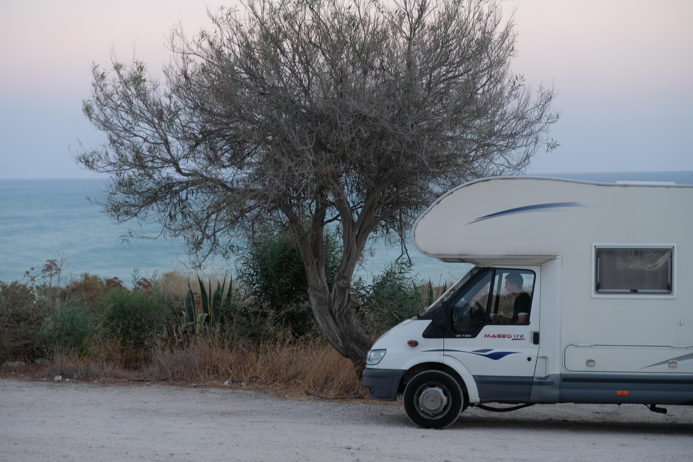 Con quale patente si guida un camper?