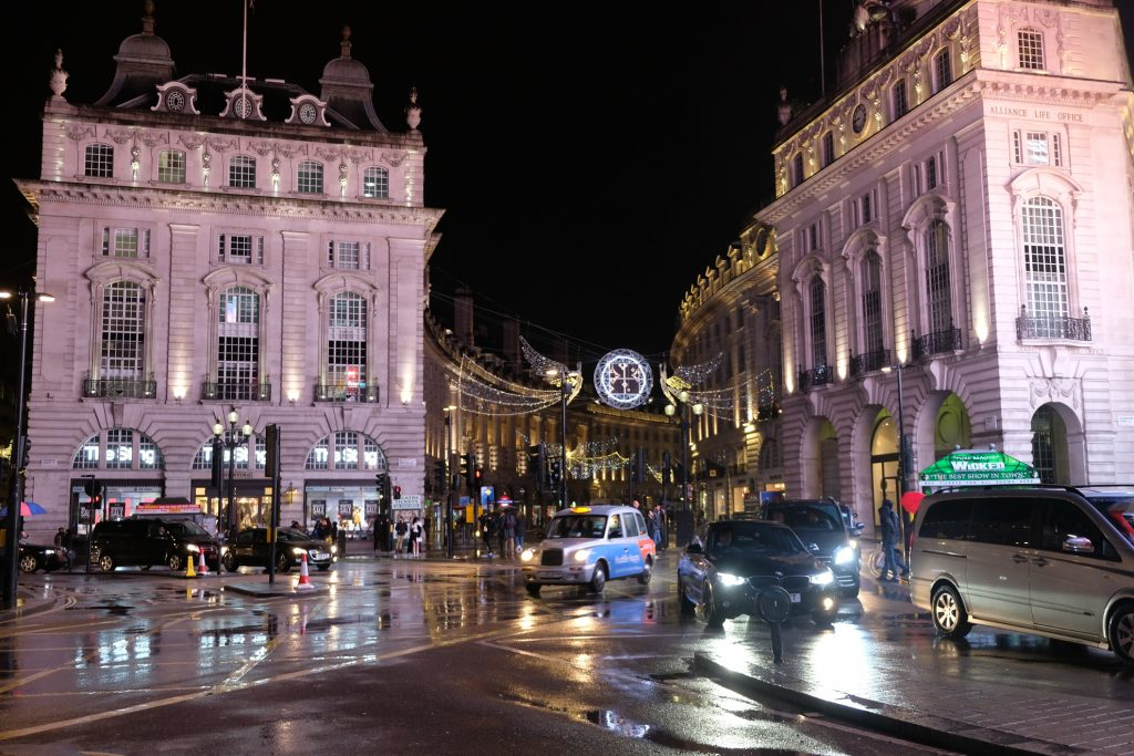Londra Luci di Natale Piccadilly Circus MammaInViaggio
