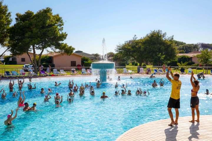 California camping village piscina